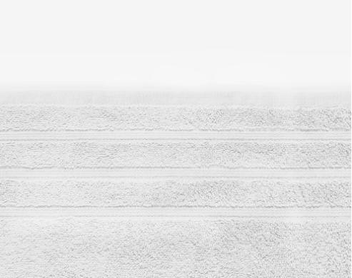 witte handoek met streepjes erin