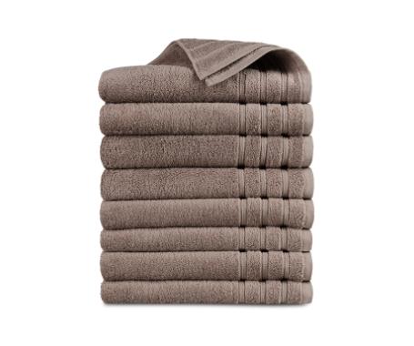 stapel handdoeken bruin